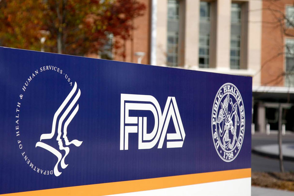 FDA loosens grip on Vapor, attacks cigarettes